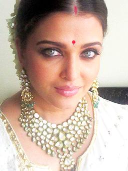 Kundan Jwellery - Aishwariya Rai Bchchan